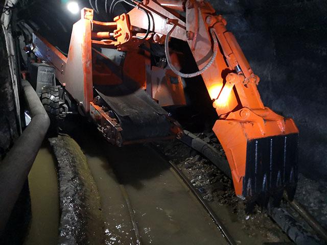 矿山井下扒渣机